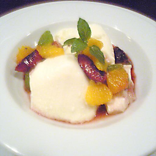 お豆腐のババロアと季節の果物