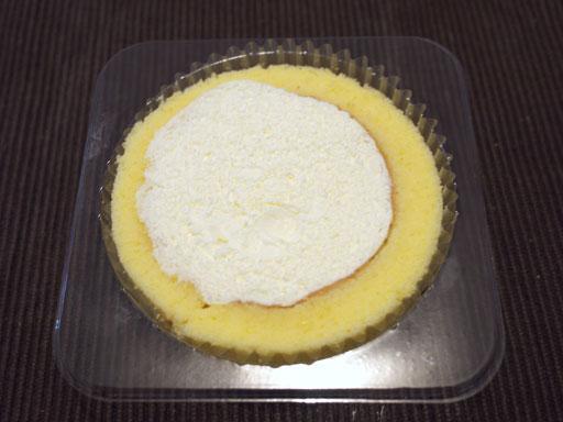 プレミアムロールケーキを開けたところ