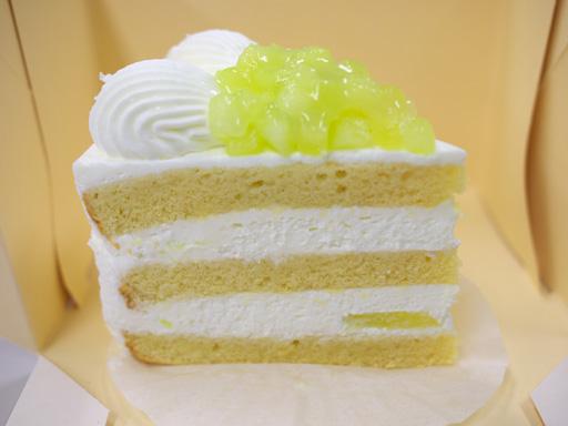 スーパーメロンショートケーキ横から