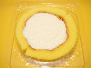 スプーンで食べるプレミアムロールケーキも買った