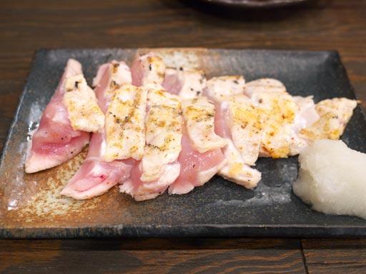 エビスコ酒場の大山地鶏のタタキ風ステーキ(半身)