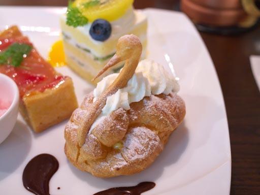 シュークリーム(201005@デザートカフェ ユウタ)は神楽坂スワン