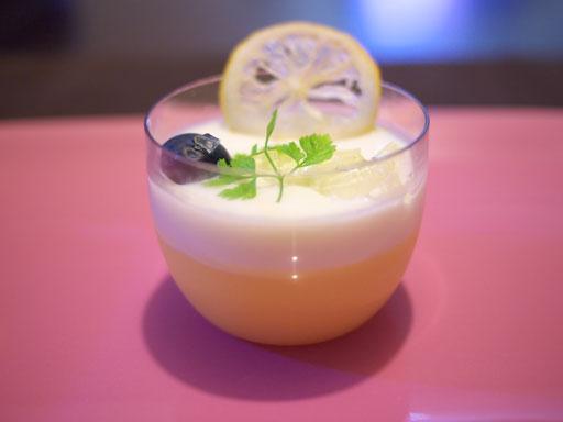 国産レモンのさわやかプリン(201007@渋谷東急)横から