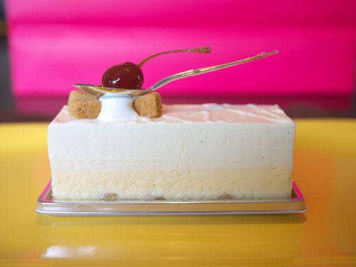 ダブルチーズケーキ(201008@ピエール・ガニェール パン・エ・ガトー)横から