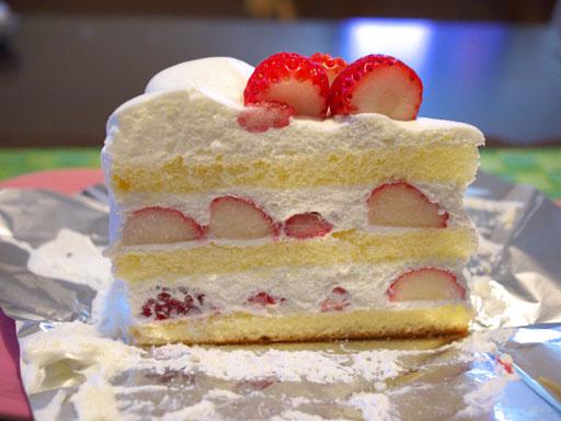 長野産なついちごのケーキ(201009@ハーブス)横から