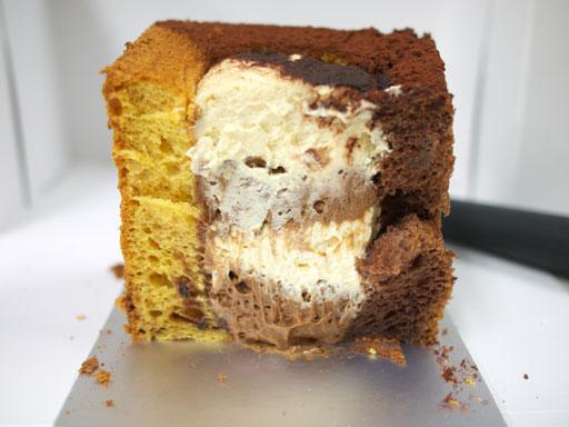カリフォルニアシフォンケーキキャラメルチョコレート(201010@SOLA)断面