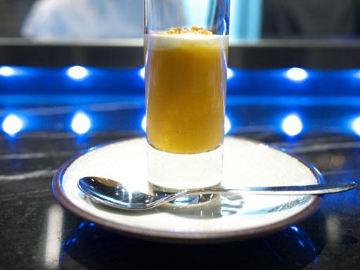 浮島(201102@トシヨロイヅカ)現在の前菜は林檎と人参の冷製スープ