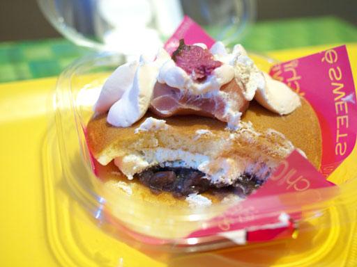 スプーンで食べる桜の生どら焼き(201104@ローソン)きってみた