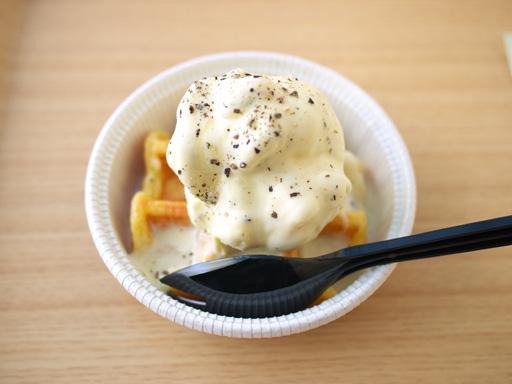 とろ~りハニーチーズとブラックペッパーのミクスリームワッフル(201104@ミキシンミクスリーム)