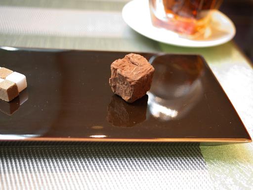 """フレジエ""""ショートケーキ""""記憶の構築(201105@リベルターブル)お茶請けのマシュマロチョコがけ"""