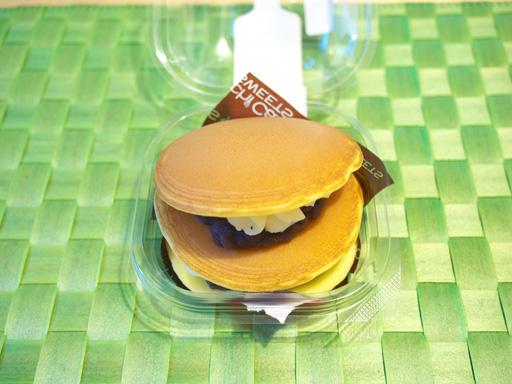 スプーンで食べる生どら焼き(贅沢重ね)(201108@ローソン)