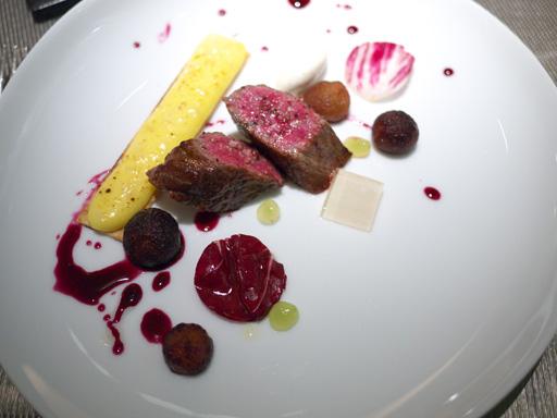 温かい種なしピオーネとジャガイモのタルティーヌ、牛肉のグリエ(201110@リベルターブル)