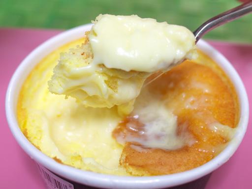 ローソンスイーツ(201111@ローソン)とろ~りチーズのチーズスフレすくった