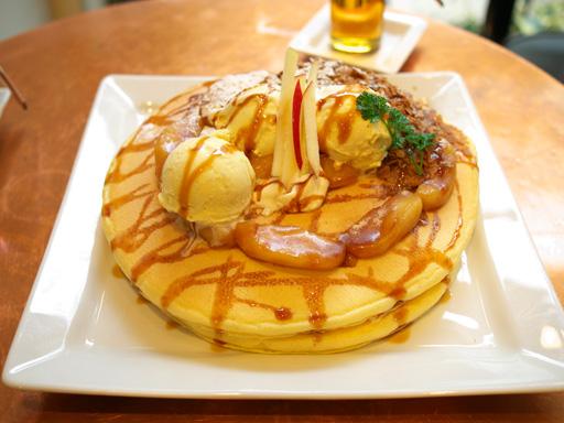 紅玉りんごのシナモンキャラメルパンケーキ(201202@アクイーユ)