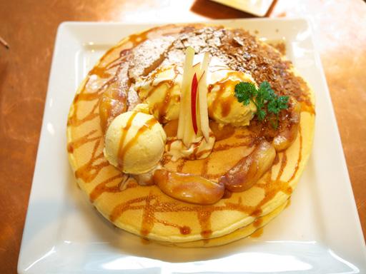 紅玉りんごのシナモンキャラメルパンケーキ(201202@アクイーユ)上から