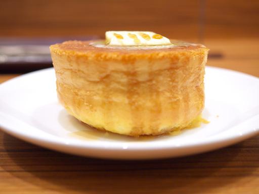 厚焼きホットケーキ(201204@MOSDO)メープル&バター横から