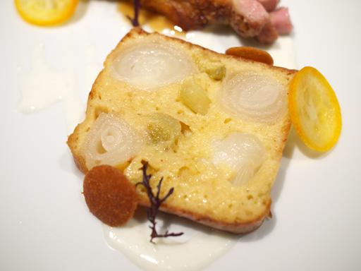 オニオンヌーボーのケークサレ 大山鶏のグリエ(201204@リベルターブル)オニオンヌーボーのケークサレ
