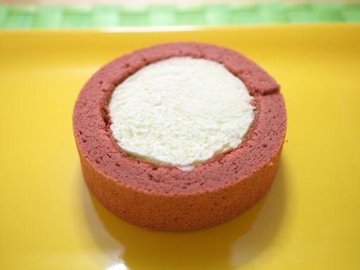 スプーンで食べるプレミアムカシスとレアチーズのロールケーキ(201205@ローソン)