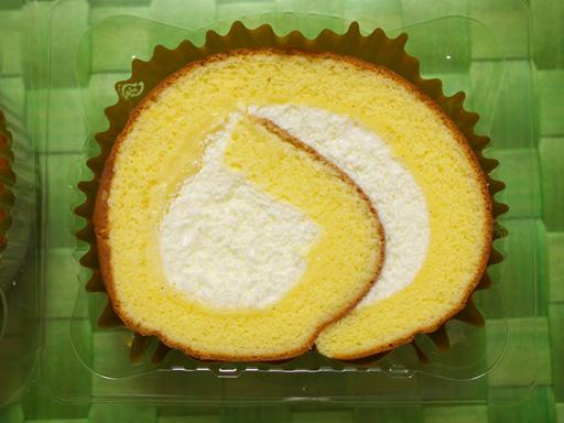 コンビニ夏の新作ロールケーキ食べ比べた(201207@コンビニ)たまごの恵み 至福のロールケーキ