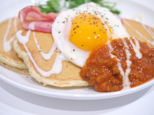 宮崎和牛のチリソースのせパンケーキのアップ
