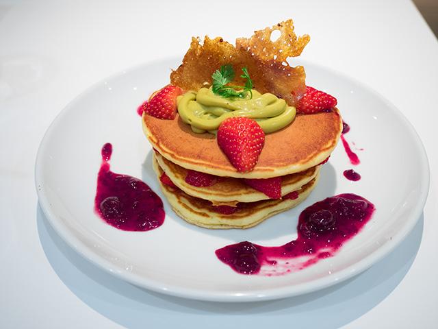 紅ほっぺ苺とピスタチオ カスタードのミルフィーユパンケーキ(20140427@バターグランデ)