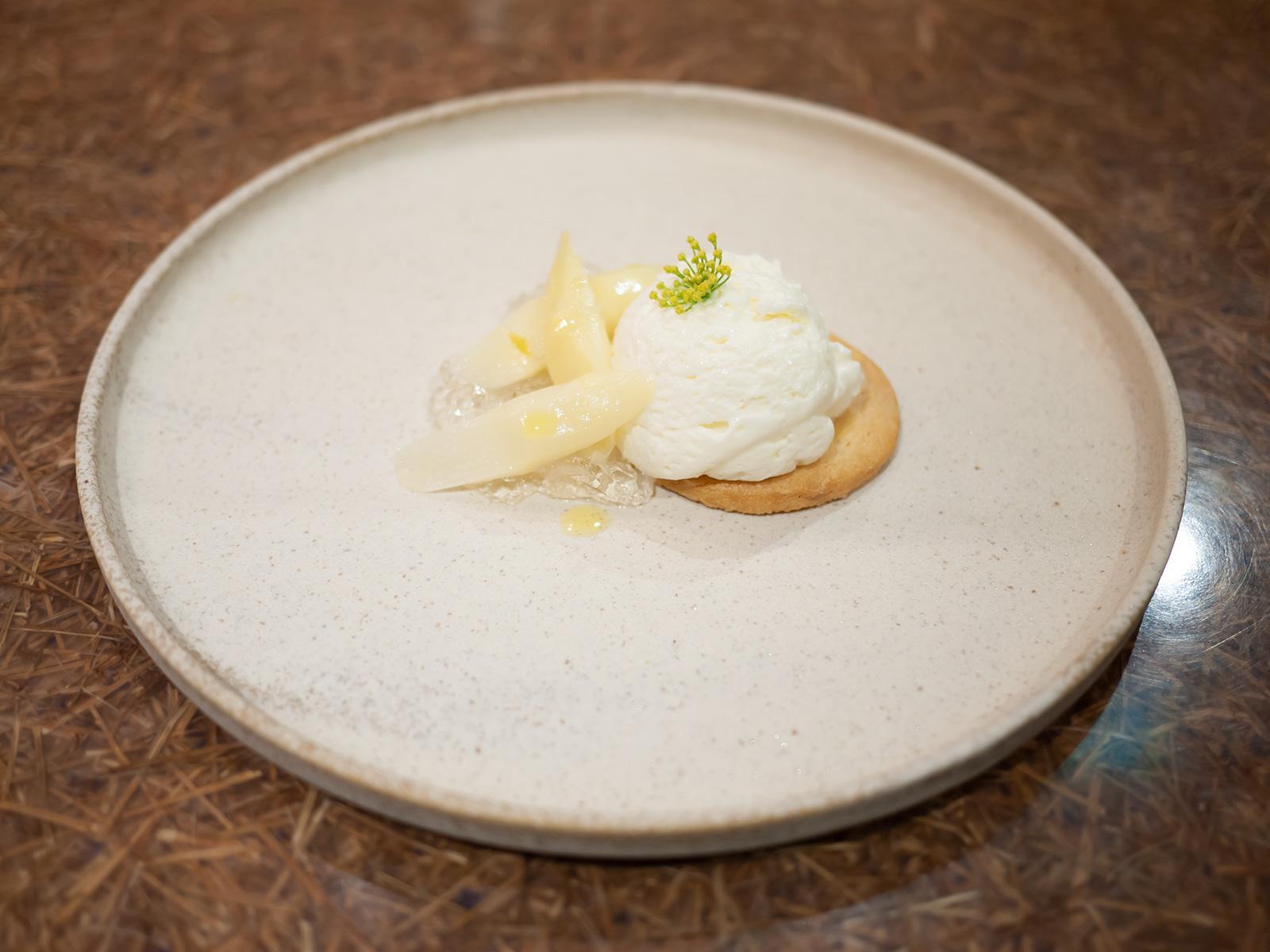 ホワイトアスパラガス レモングラス マカダミアナッツ フロマージュブラン